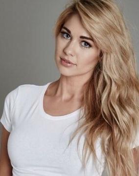 Amanda Clapham Headshot
