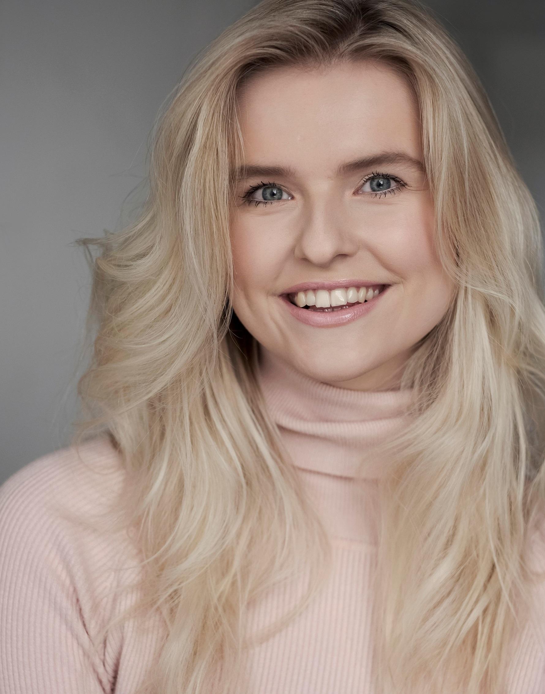 Amy Jo Clough Headshot
